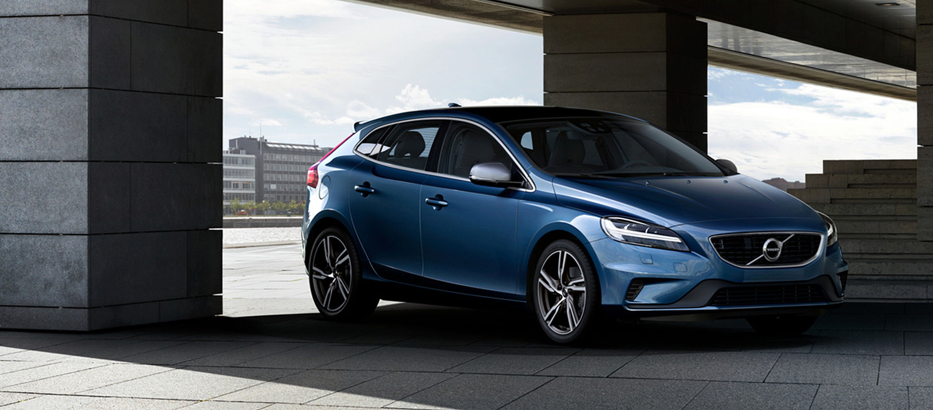 Volvo Selekt V40 with two  complementary services available