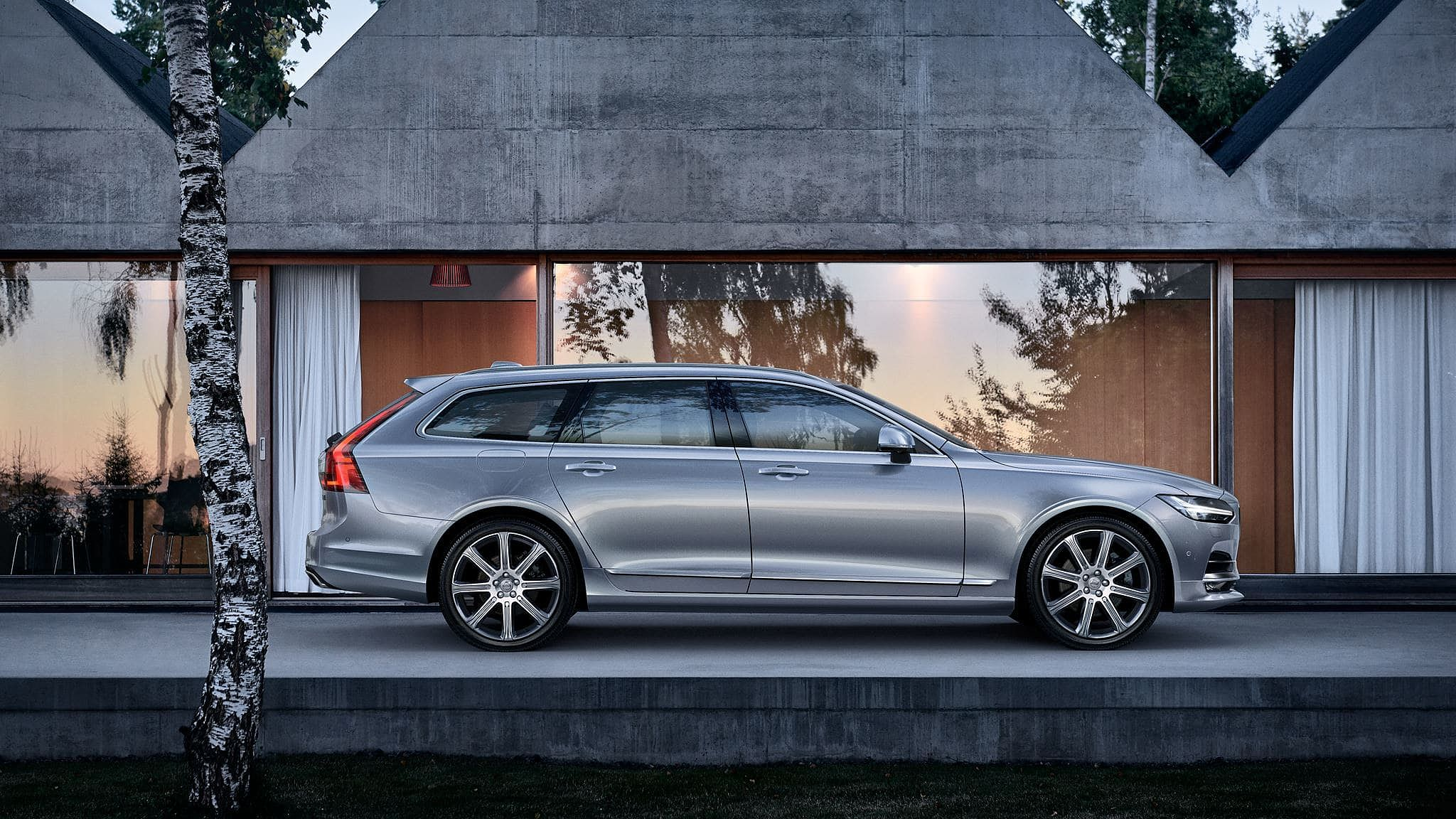 Volvo Selekt V90 with Two complementary services